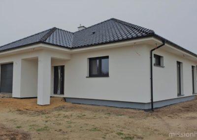 1 dom w stanie deweloperskim